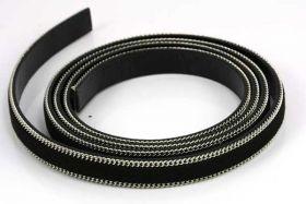 Flad imiteret læder med kæde 10x2 mm sort