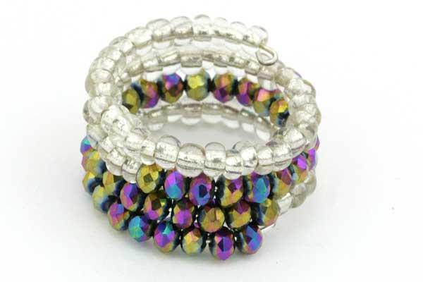 Fingerring i memorywire med perler