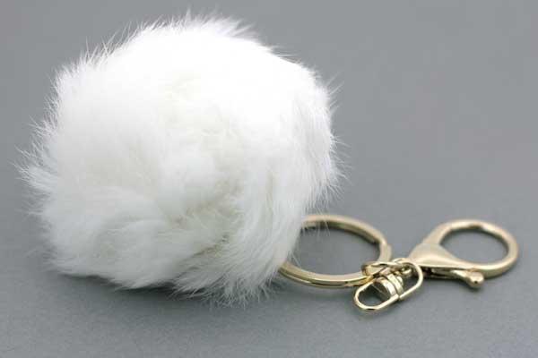 Nøglering med pelskvast