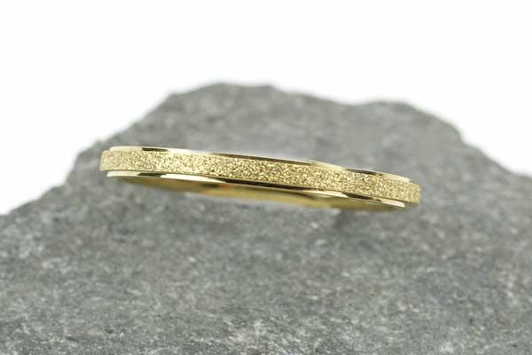 Fingerring Titanium stål guld str 18