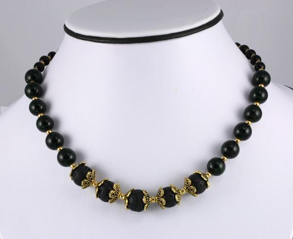 Halskæde i sort og guld