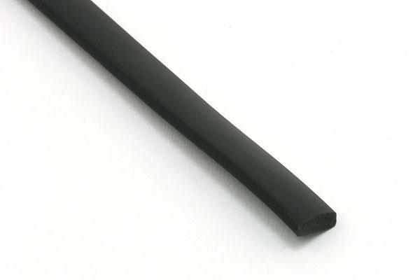 Gummisnøre flad sort 7 x 2 mm