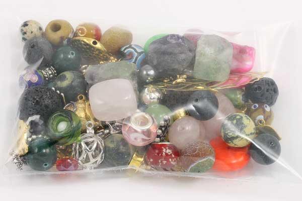 Lykkepose med perler og metaldele
