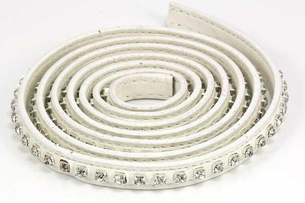 Flad imiteret læder med rhinsten 9x2 mm hvid