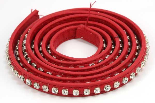 Flad imiteret læder med rhinsten 9x2 mm rød